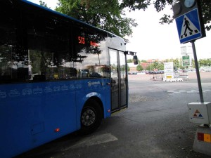 Gamla Allén: En buss svänger in