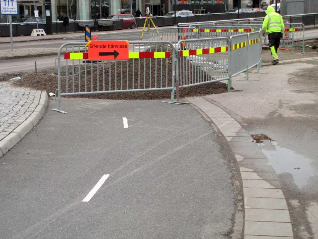 Gående hänvisas på cykelbanan