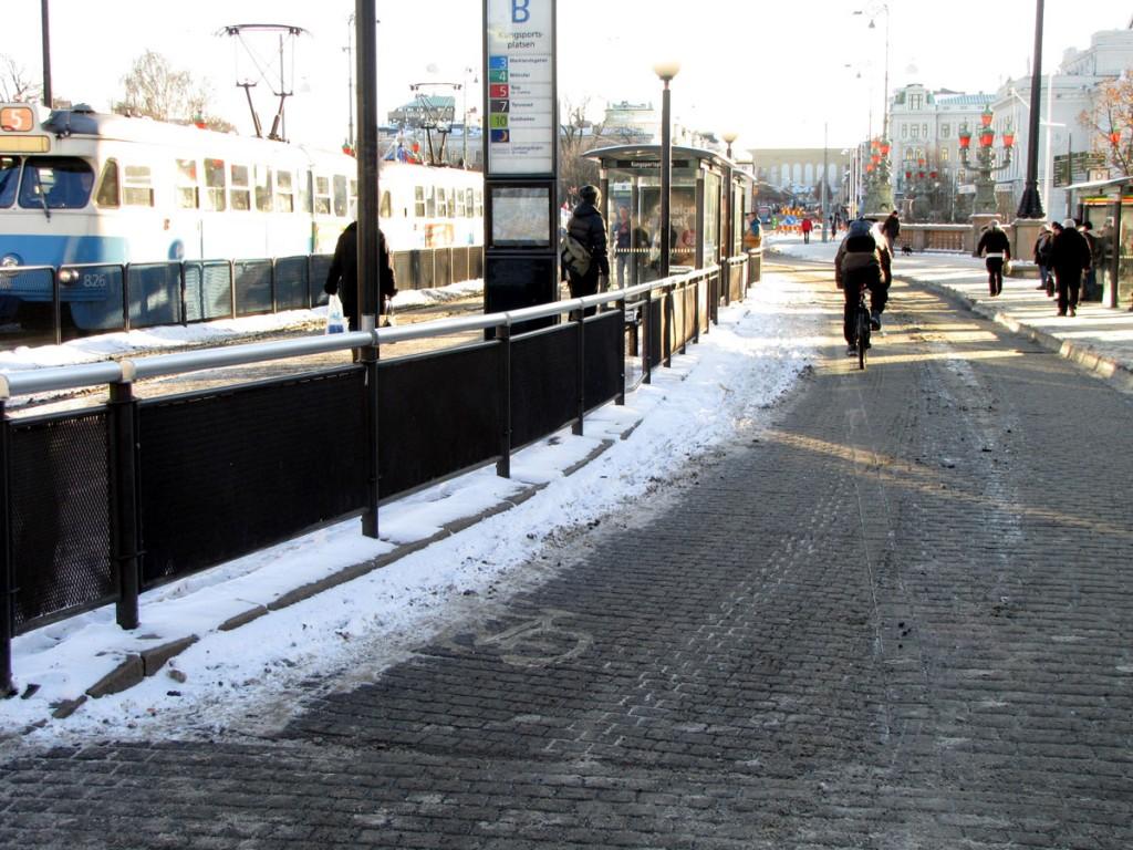 Kungsportsplatsens andra snöiga cykelbana 6 dec 2012