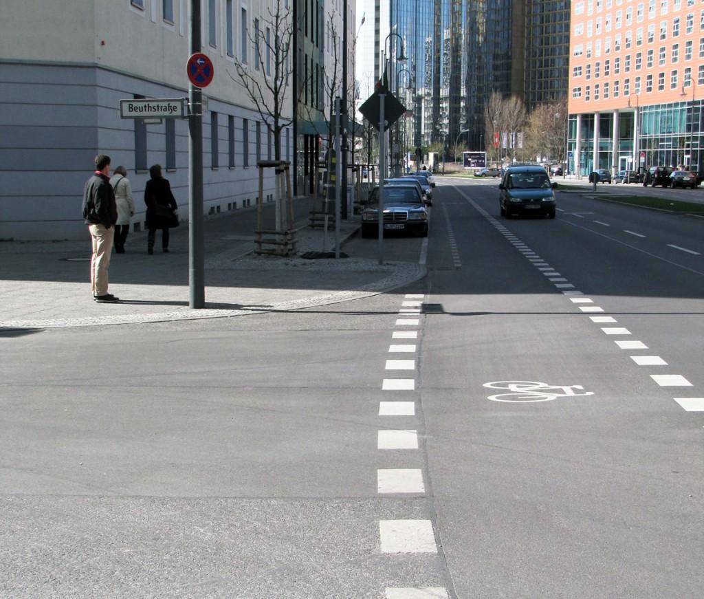 C-markering vid tillfarsväg i Berlin