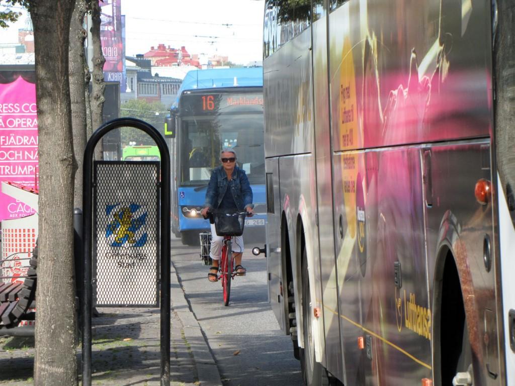 Cykel och bussar på Avenyns öppna del