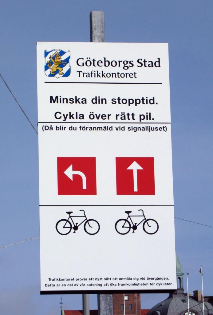 Skylt om föranmälan för cyklister