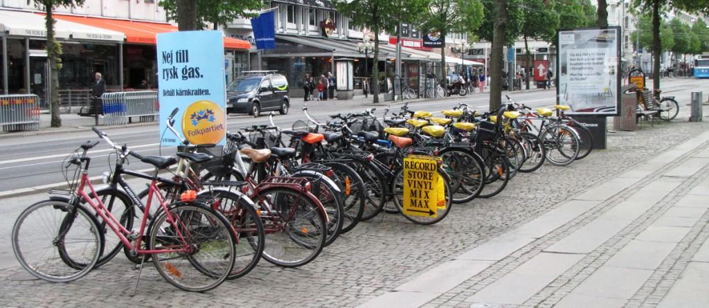 Tät cykelparkering på Avenyn vid Bryggeriet
