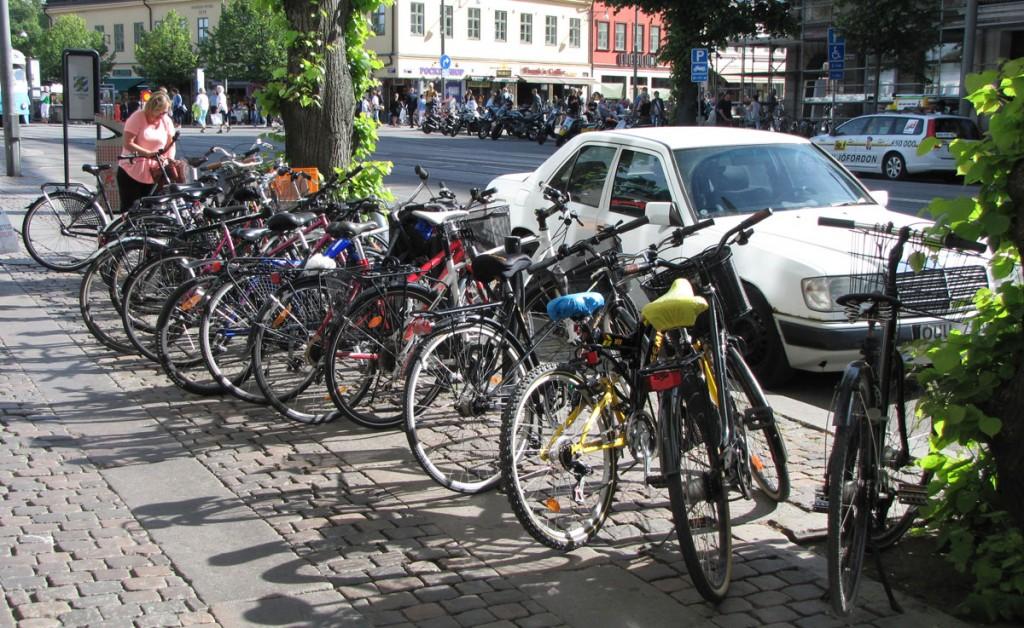 Tät cykelparkering vid Kopparmärra