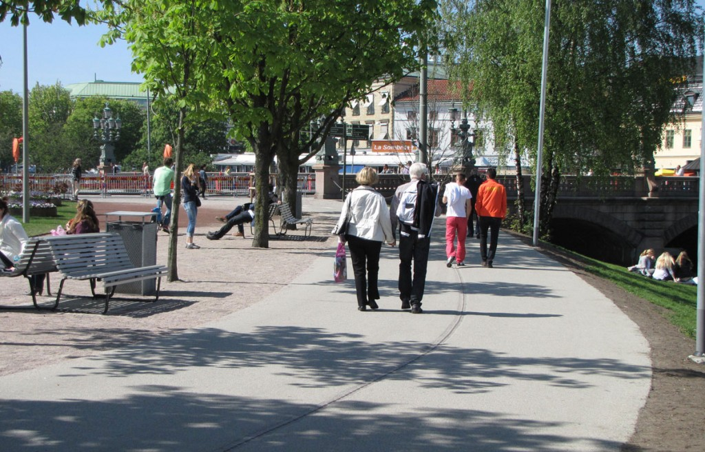 Pedestrian/bikeway behind the park at Bältesspännaren