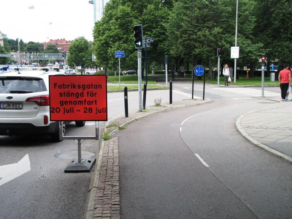 Bilskylt på Örgrytevägen fredag