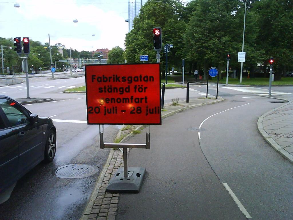 Bilskylt på Örgryte cykelbana söndag