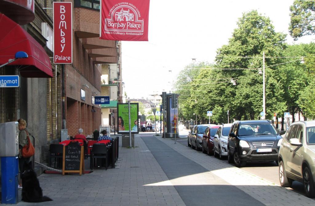Bombay Palace trottoar med flyttad skylt
