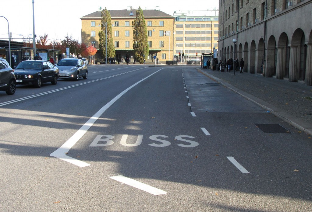 Bil- och bussfiler vid Burggrevegatan