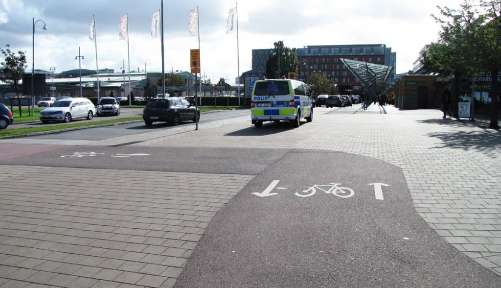 Centralen runt, Cykelbanans breddning verkar plötsligt vara gåyta