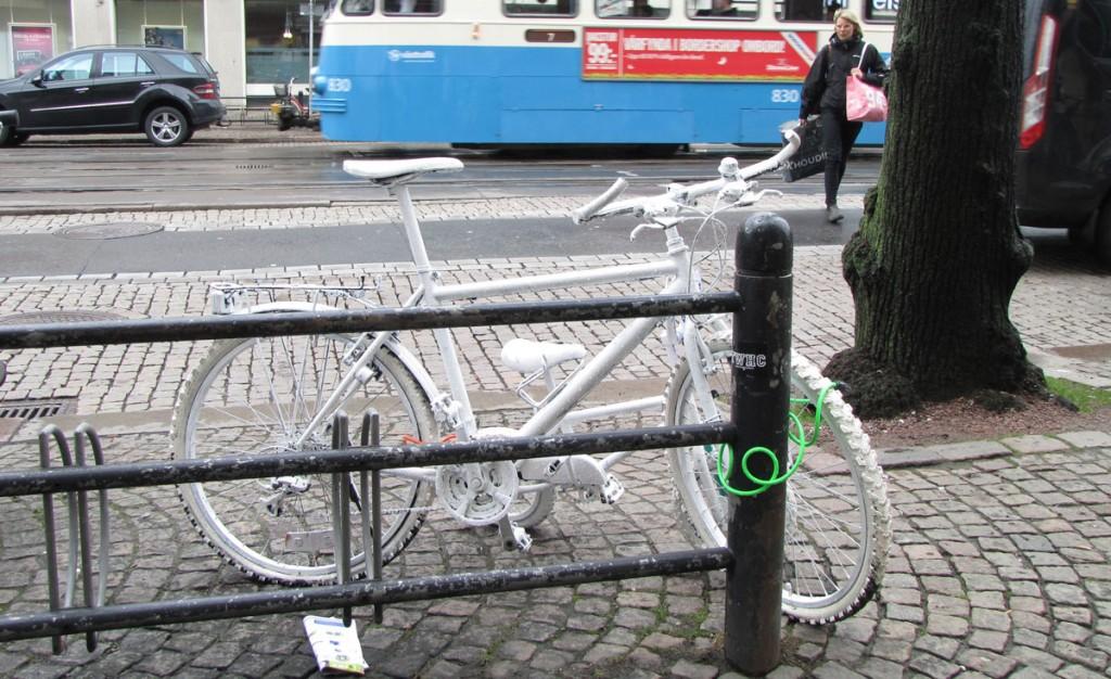 Ghost bikes i korsningen Östra o Södra Hamngatan