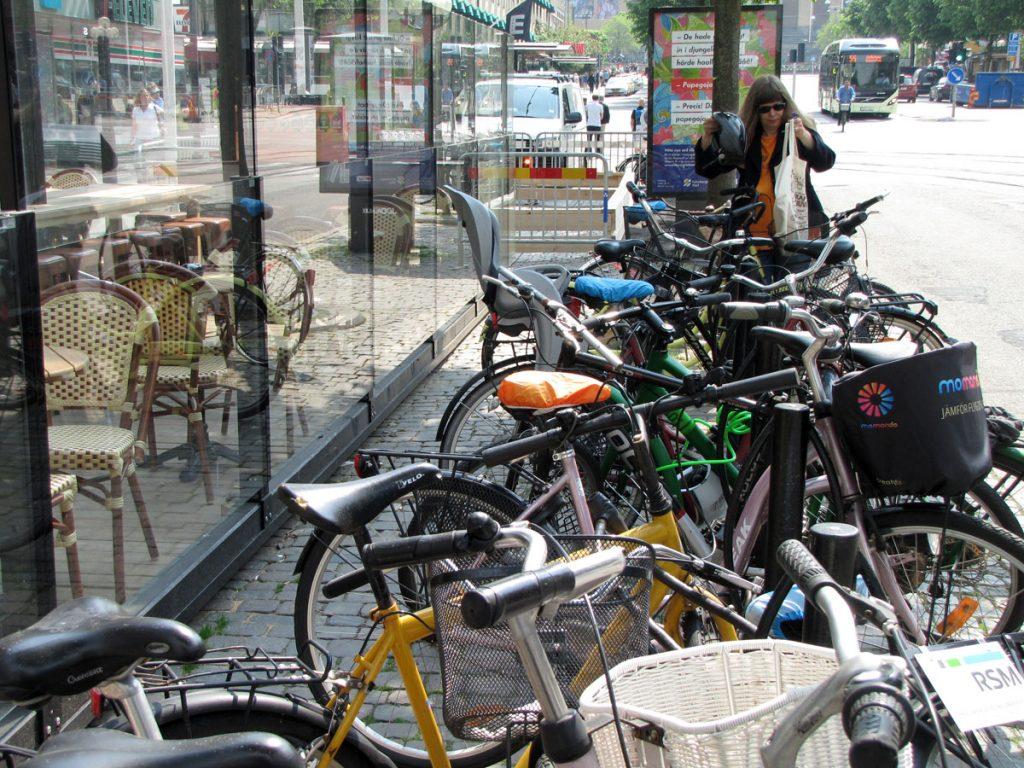 Inklämd cykelparkering på Avenyn
