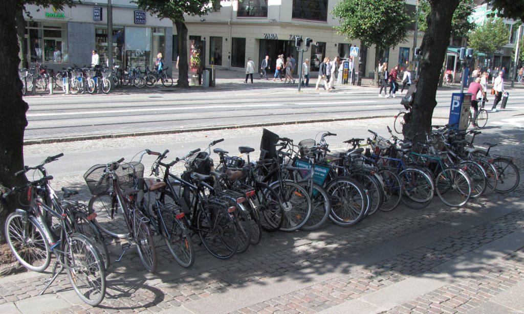 Än mer knökad cykel-parkering vid Östra Hamngatan 52