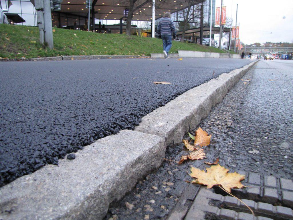 Örgrytebanans asfaltering i närbild
