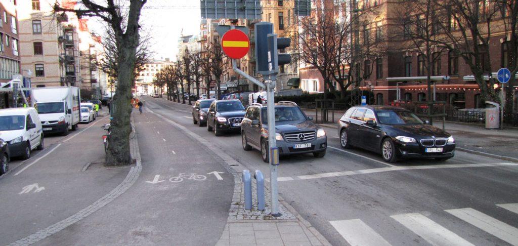 Berzeliigatans enkel- eller dubbelriktade cykelbana