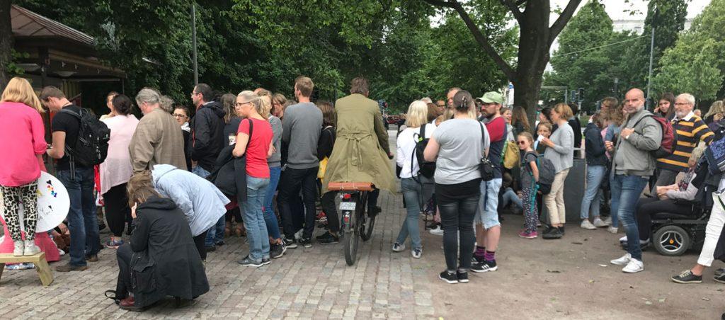 Cyklisten kör in i cykelglipan