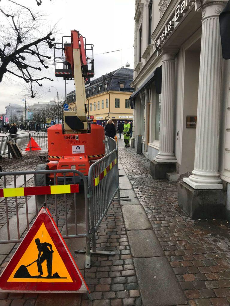 Trädbeskärare och elskåp på Östra Hamngatan