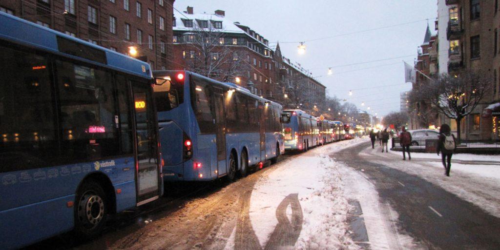 Bussar i kö på Södra Vägen