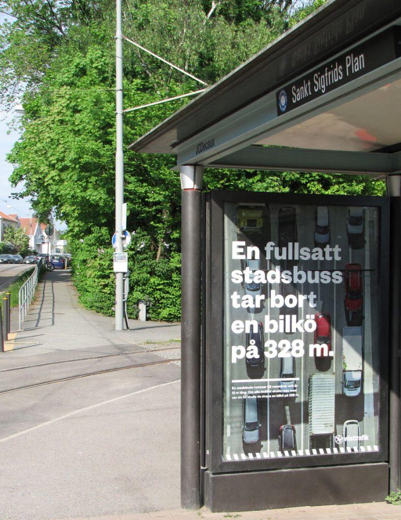 Affisch om en fullsatt stadsbuss