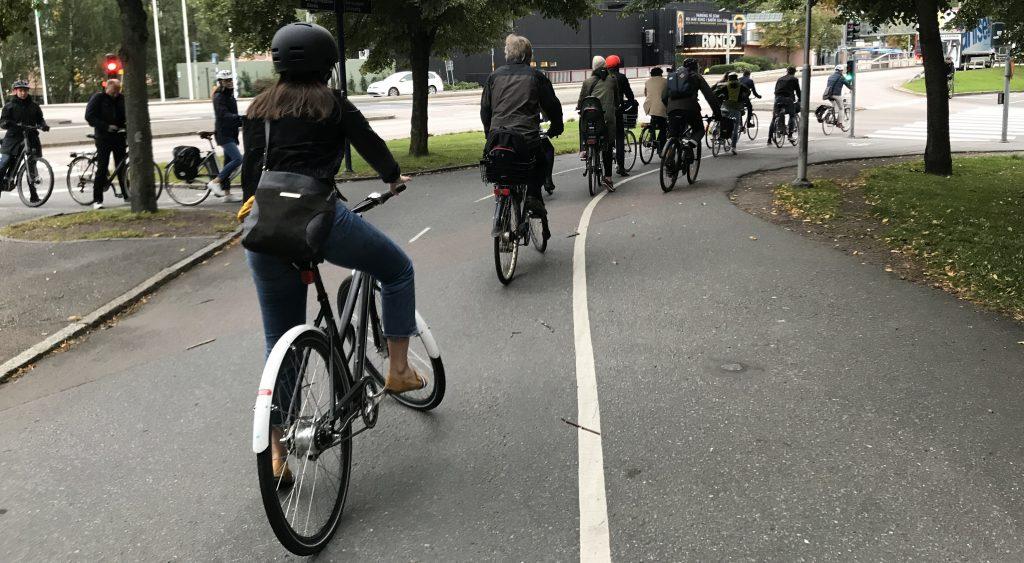 Många cyklister, Örgrytevägen vid Focus