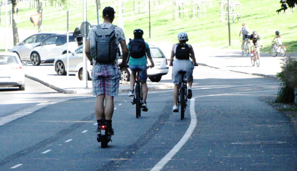 Delsjöcyklister på väg mot Delsjögrillen