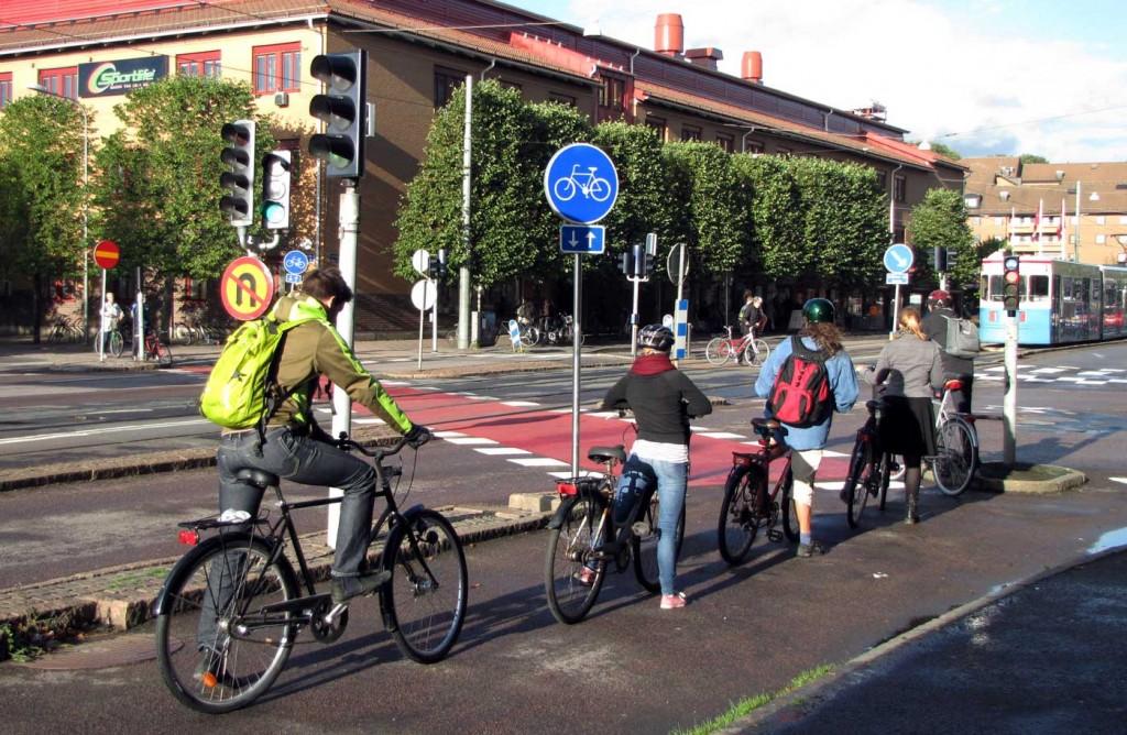 Cykelöverfarten är fri fast röd