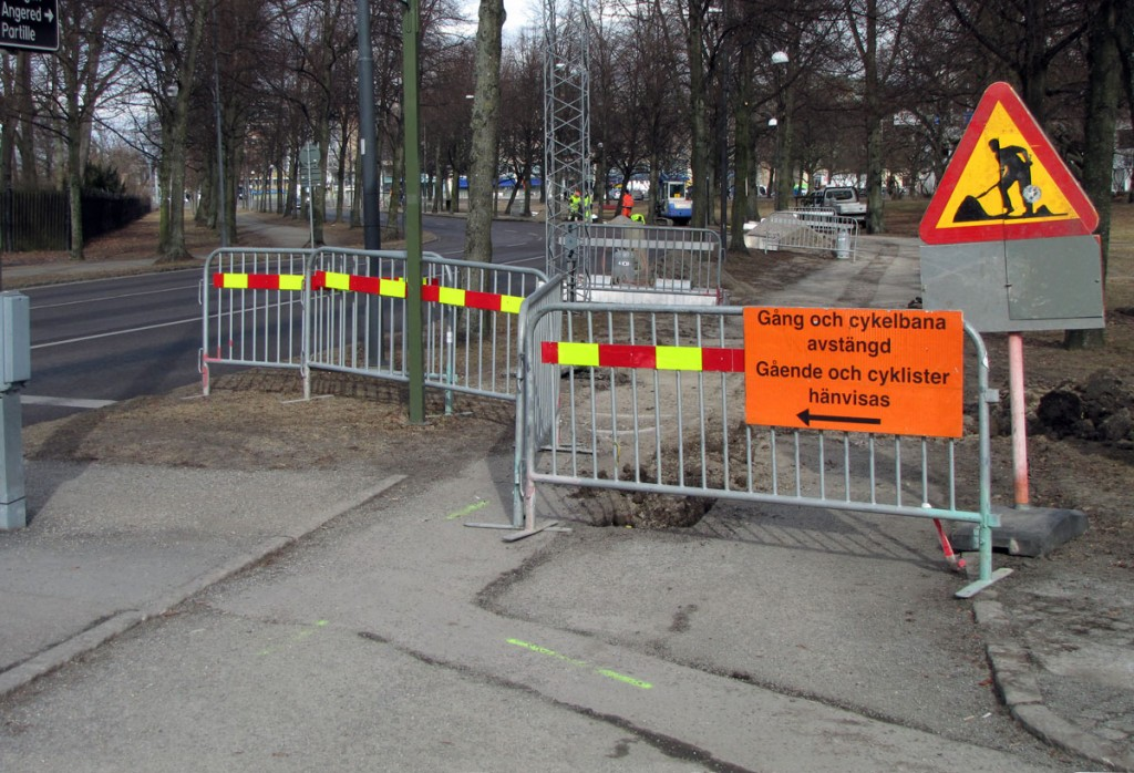 Gående och cyklister hänvisas