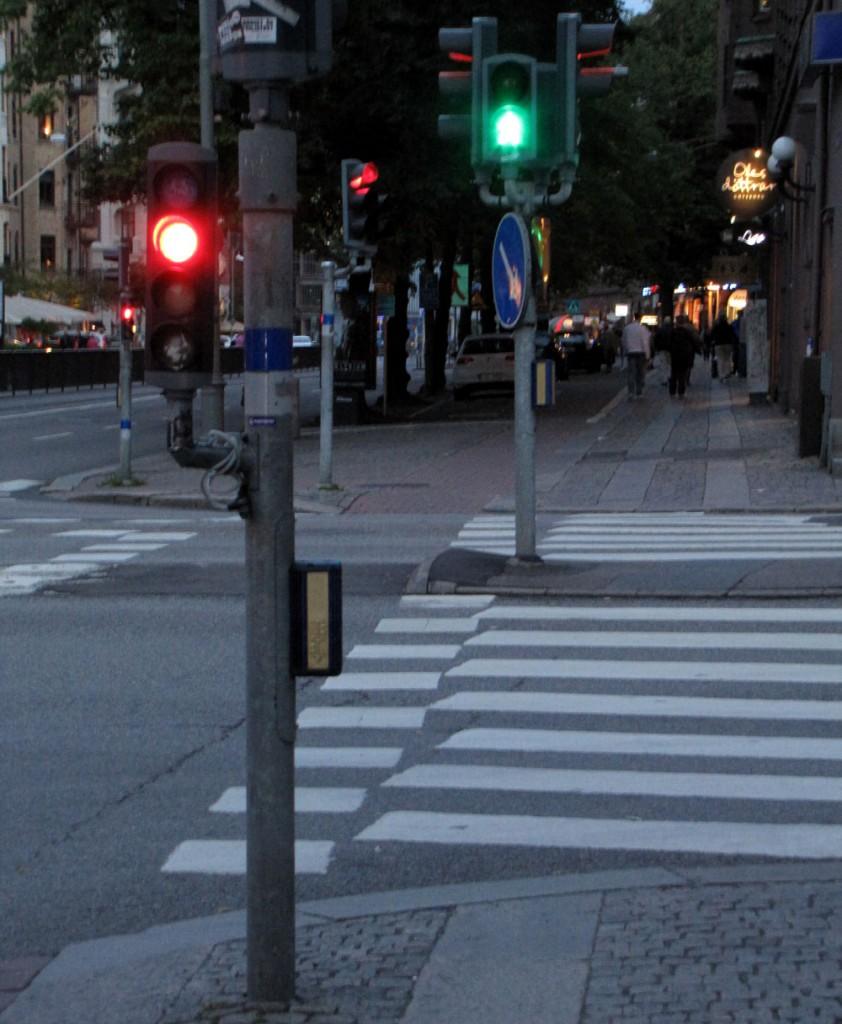 Berzeliigatans rödgröna trafikljus för GC