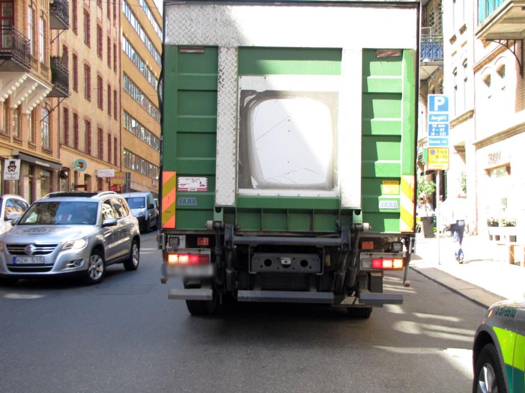 Den högersvängande lastbilen efteråt