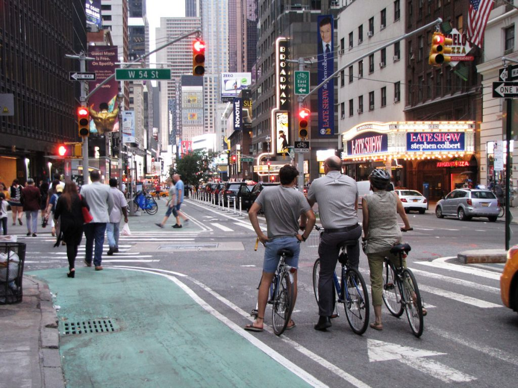 Cykelbana på Broadway mot Times Square