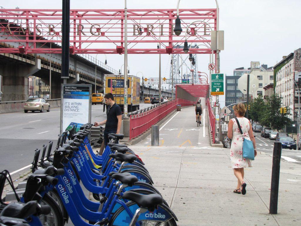 Cykelstation vid Williamsburg bridge