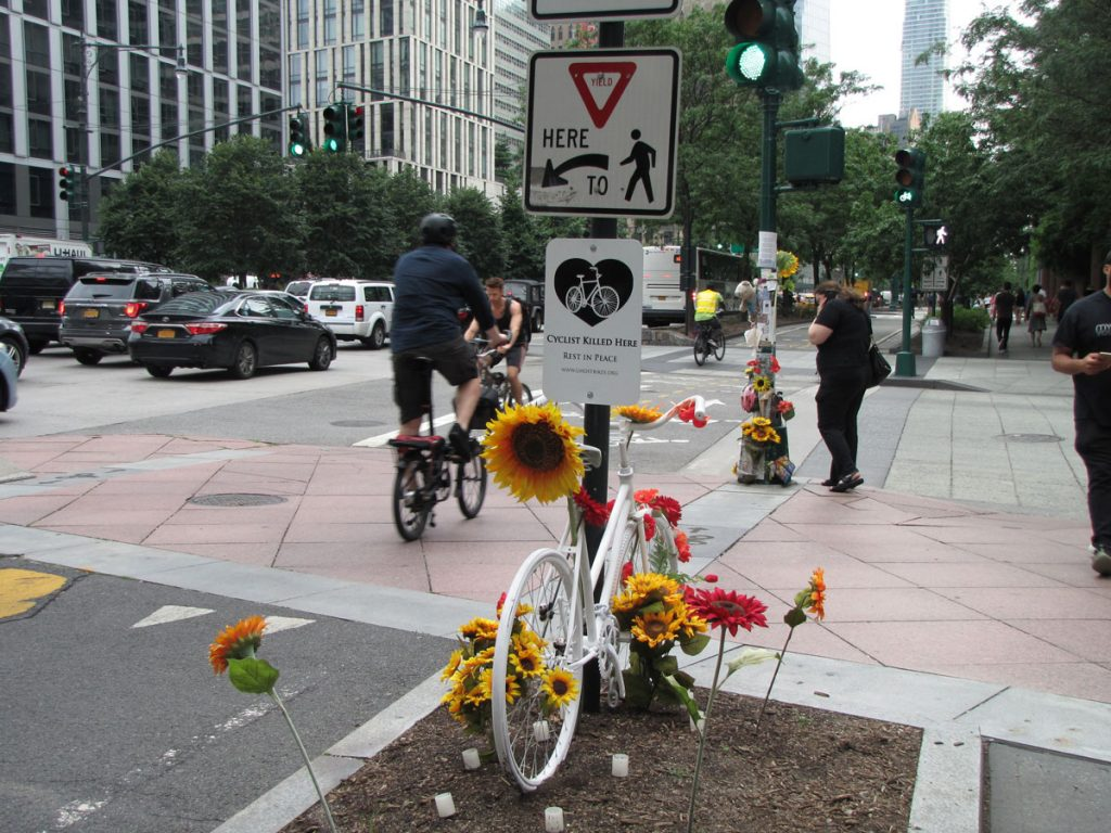 Ghost bike vid Chambers x West streets