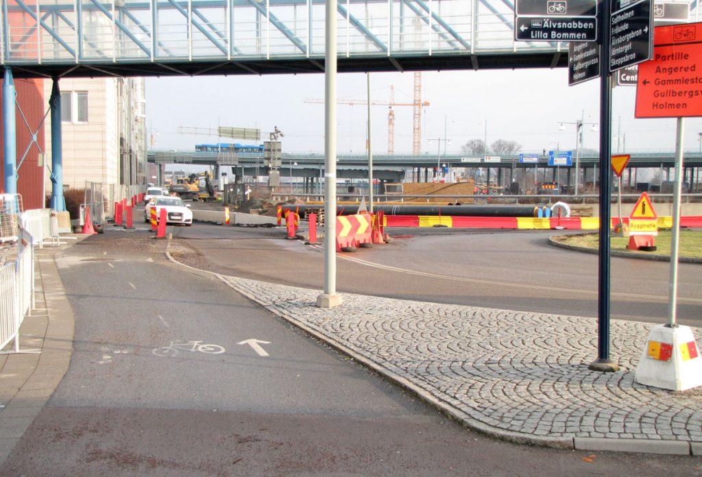 Cykelbana rätt ut till mötande biltrafik