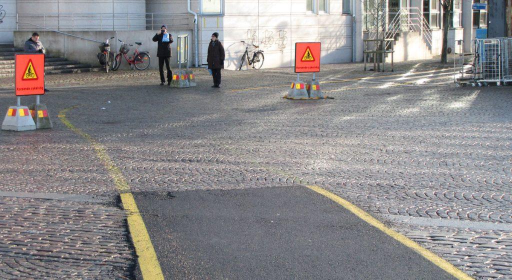 Rejält markerad cykelväg