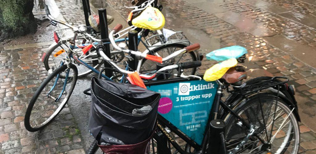Rödlappade cyklar på Östra Hamngatan