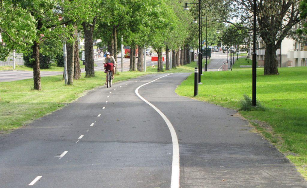 Avsmalnande pendlingscykelbana Delsjövägen