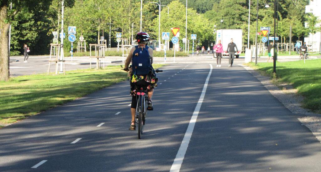 Delsjöcyklist på väg mot Bögatan